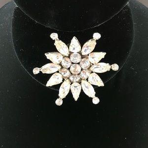 Vintage clear rhinestone star shaped brooch